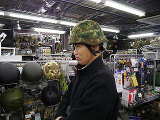 訓練用自衛隊88式鉄帽。訓練用とはいえ結構重い。