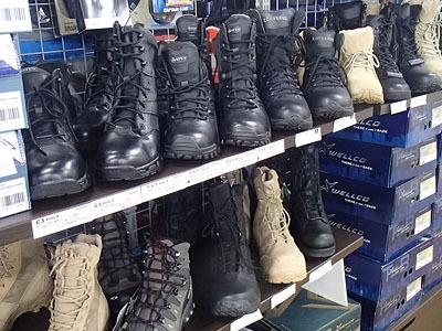 軍用ブーツ各種。金属不使用や耐水性に優れたものなど軽くて丈夫。