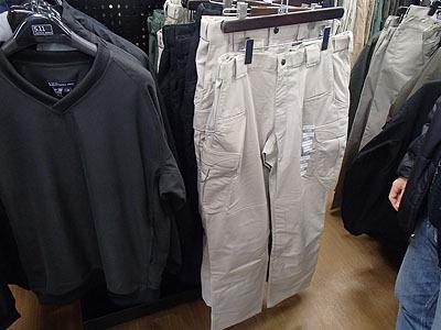 薄くても保温性に優れたものや、ポケットが沢山あって収納性に優れたものなど色々。