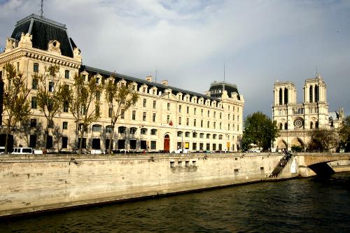 フランスの世界遺産というと、こういうのや(パリのセーヌ河岸)