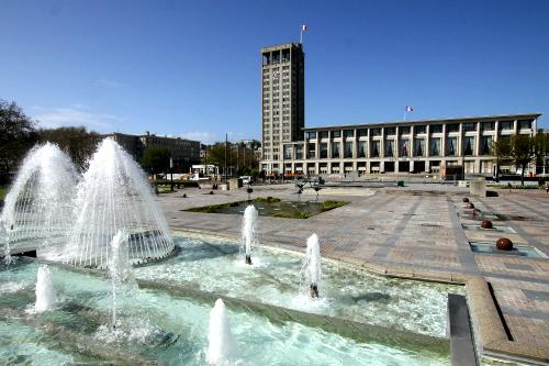 町の中心である市庁舎