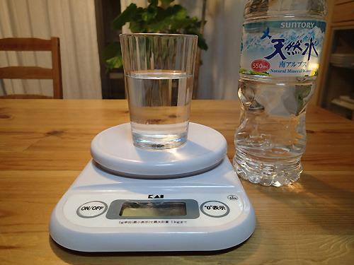 普段水道水をがぶがぶ飲んでいるんだけど、この企画のために天然水を買ってみたらなるほどおいしかった。
