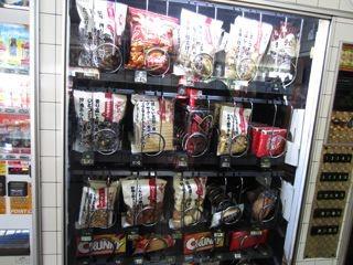 他の自販機の中身もシブいものが多かった。