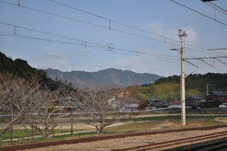 和歌山県の御坊駅まで来た。駅から風車がいっぱい見えてうれしい。