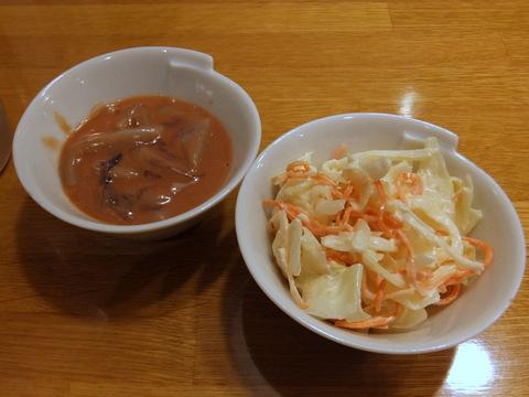イカの塩辛と、コールスローサラダ。ともに100円