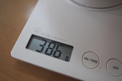 重さは半分で386グラム