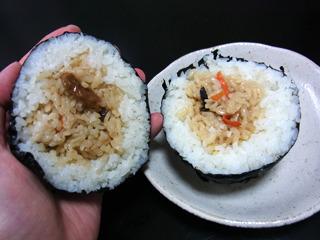 後でかやく(爆弾だけに)ご飯が入ったのも作ってみた。見た目は面白いけど、味のパンチはイマイチだった。