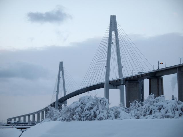 正月は実家に帰って、富山の新湊大橋を観に行った。