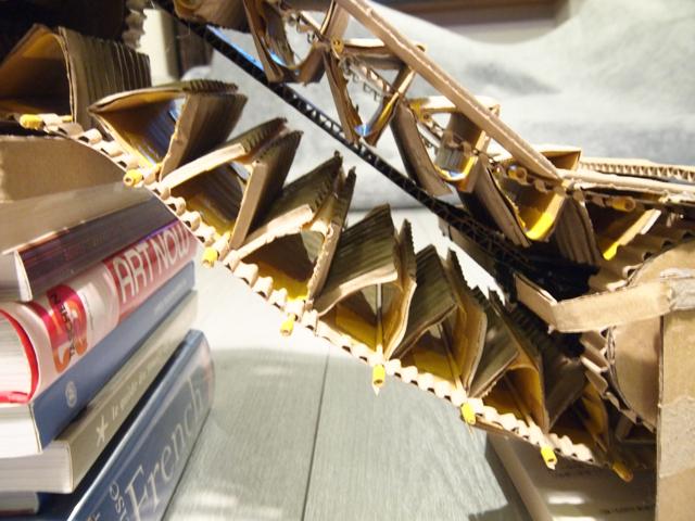 苦労したレールの部分はこんな構造に。だいぶ省略したがまぁまぁうまくいっている。