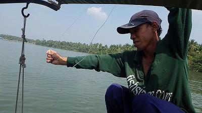 釣り糸の先には明らかに生体反応が。