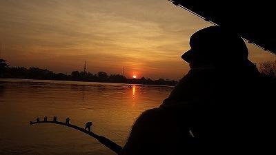 日の出と同時にファイト開始。