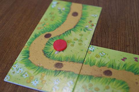 ゲーム中1回だけ、サイコロを振る代わりに道を延ばすことができる。(印として自分の色のチップを置く)