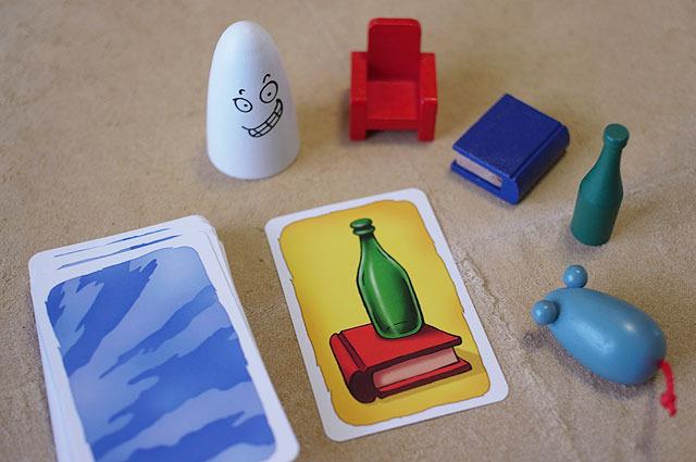 カードと、これまたかわいい木製のアイテムが5つ。