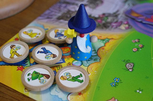 魔法使い駒のクオリティが尋常じゃない。魔女の攻撃から守ってくれる。