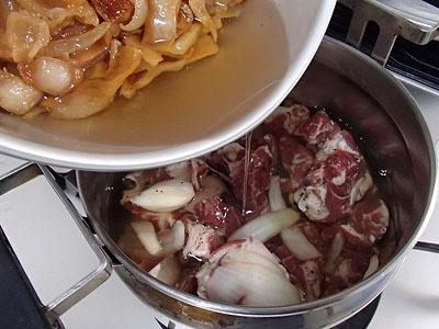 低温を保つにはやはりこれ。断熱調理鍋。油を80度ぐらいに保つ。