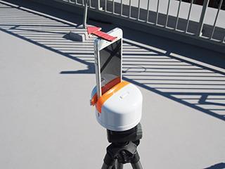 段ボール製のレンズ位置確認用矢印は自作(これが結構役立った)