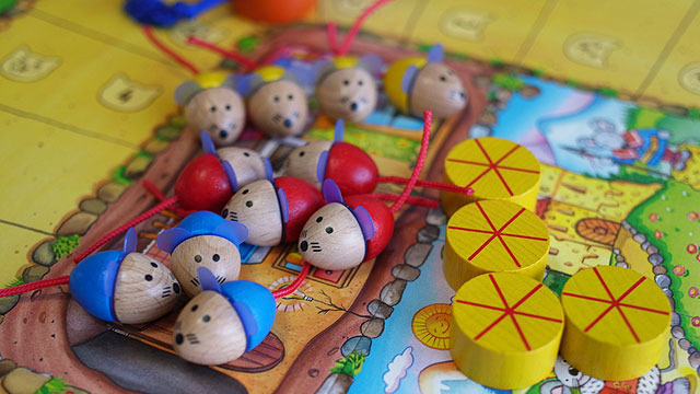 大人目線でおしゃれなものが子どもにウケるとは限らないボードゲームの世界。実際に対戦してみて子どもの反応を探りました。ウケる基準は子どもでも大人に勝てること。まあ勝ちたいもんな。(安藤)