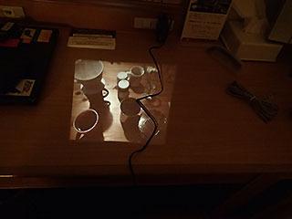 その日の食卓を撮ってそのまま机に投影した。