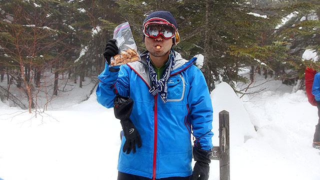 雪山で食べる行動食として、肉入りのクッキーを開発しました。