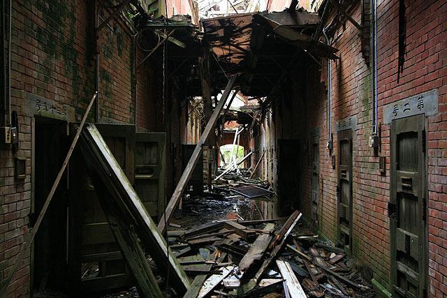 """取り壊し前。""""ザ・スーパー廃墟""""とでも言うべき凄まじい光景だった。(2007.5)"""