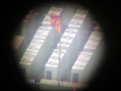 どこかのビルの屋上の室外機が見えた
