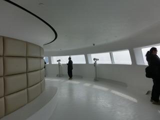 なんて言いながら、宇宙船フロアの上は普通に展望台でした