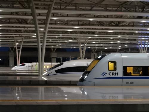 中国はいろんな国の新幹線が走っている
