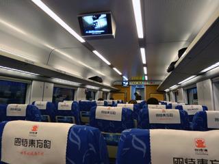 車内は日本と同じ雰囲気+テレビ