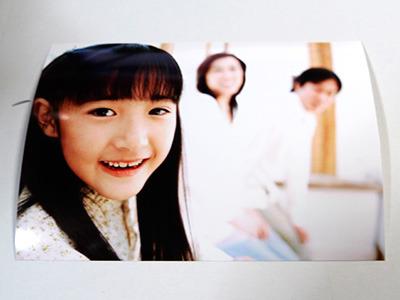 こちらの、どういう意図で撮られたのかよく分からない家族写真も