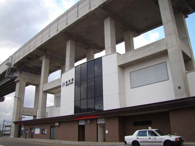 そういえば、と思い出したのが、我らが石川の森本駅。北陸新幹線の高架ができるにあたり、新幹線の停まらない駅なので、容赦なく上に乗っかられてしまった。悲哀。