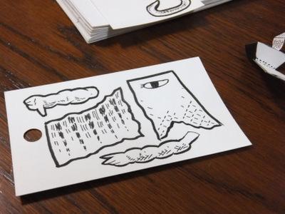 固い紙におばけのパーツを作り、切り抜く