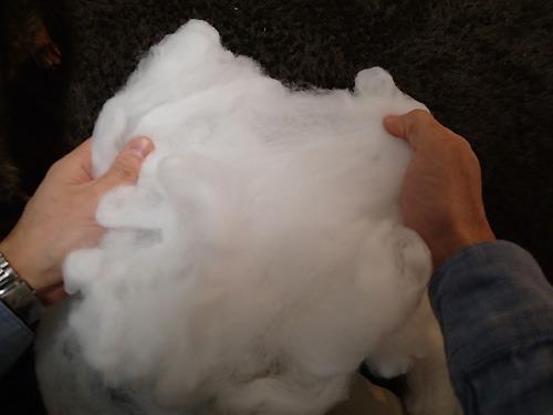 綿はほぐしていくとさらに体積が増します。