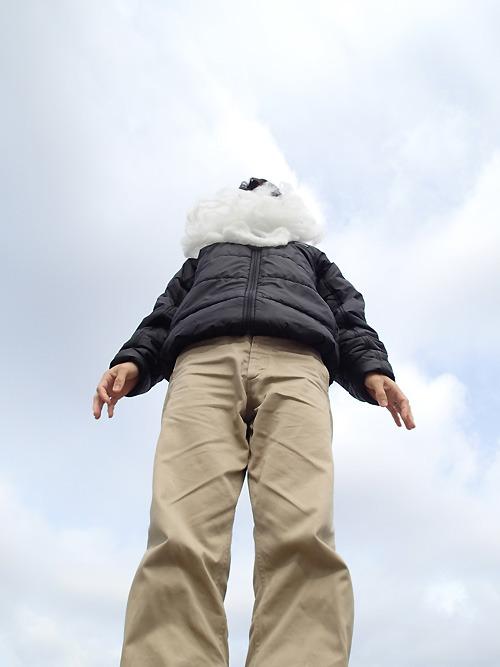 上のほうが雲に隠れて見えない…。