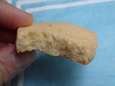 これは普通に薄力粉を使ったクッキー。安心のうまさ。