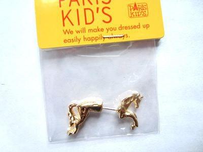 耳に馬が刺さってる感じになるピアス。こんなのも売ってます。