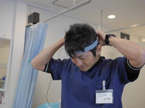 元々はこうやって脳を正常に戻す治療機器なんですよ