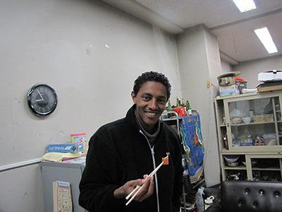 内陸国の出身で、この日までイカという生き物を知らなかった留学生のマイケルも気に入ってくれた。