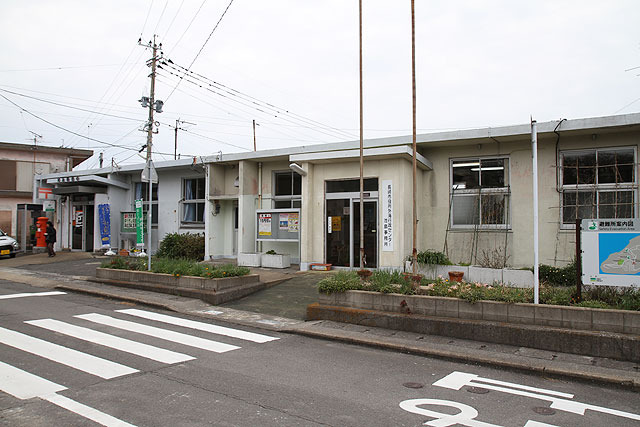 郵便局と行政センターの事務所。