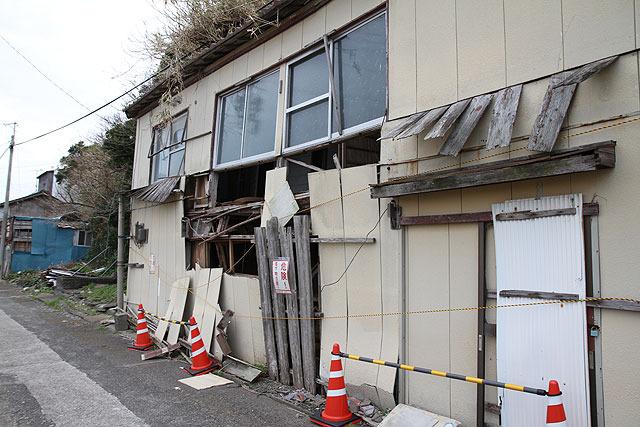 崩壊寸前の建物もあった。