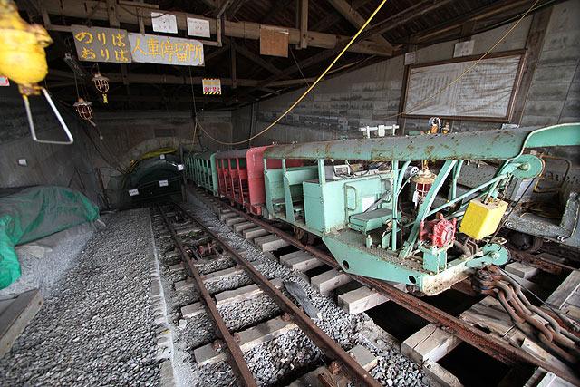 7年前はここから炭鉱内に入れたが、現在は閉鎖されて入れない。法律で閉山後には人が入らないよう処理するなどいろいろと決まりがあるそうだ。