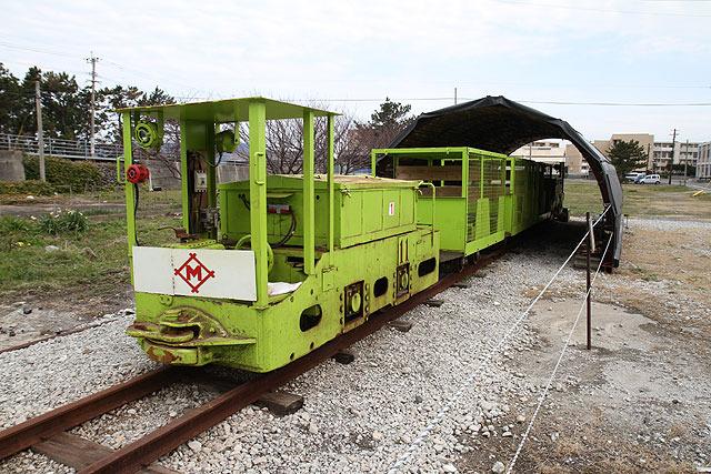 バッテリー機関車。これで炭鉱に入れる。私が乗ったやつより居住性が良さそう。