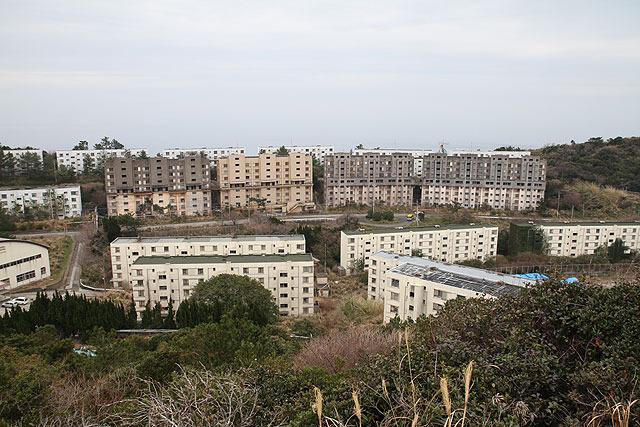 これらほとんどが廃墟で、ごく一部の建物しか使われてないとは。