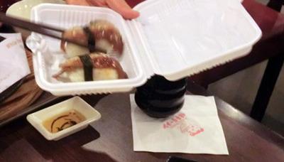 残した食事は中国流にのっとり、弁当箱を店からもらって持ち帰ることもできるよ。