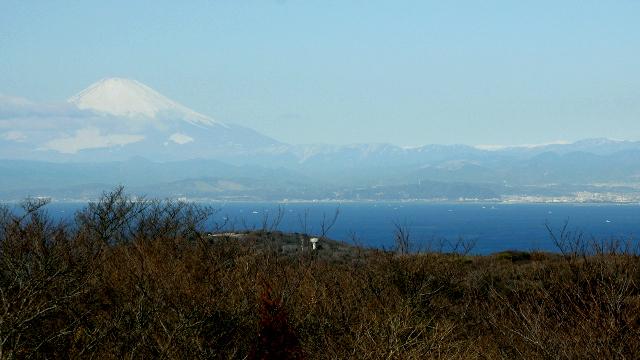 東を向けば房総半島、右を向けば富士山、そんな山があるのです