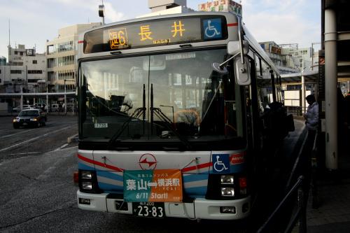 「長井行き」または「横須賀市市民病院行き」のバスに乗る