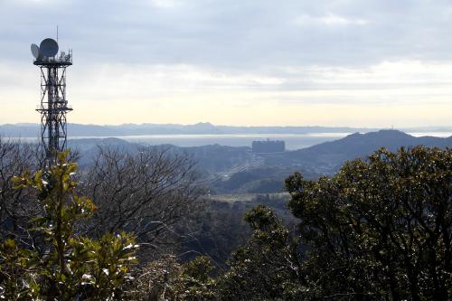 東側に見えるのは東京湾と房総半島