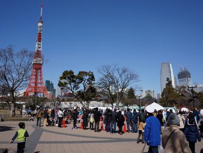 東京タワー近くの芝公園でなにかイベント開催中。
