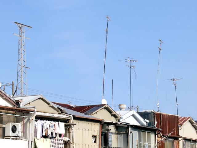 そして競い合うように伸びるアンテナ群。「工務店よ、アンテナを高く上げよ」