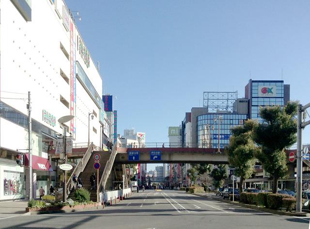 こちらはJR津田沼北口駅前。パルコもあれば、スタバもある。