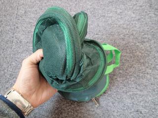 これがバッグから出すとバネの力で勝手に広がって。